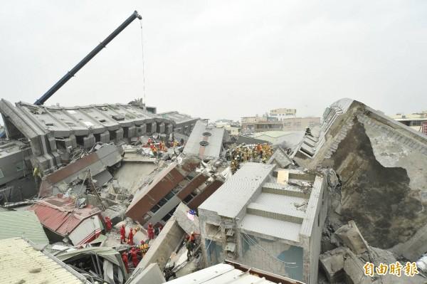 強震造成台南市災情慘重。(記者張忠義攝)