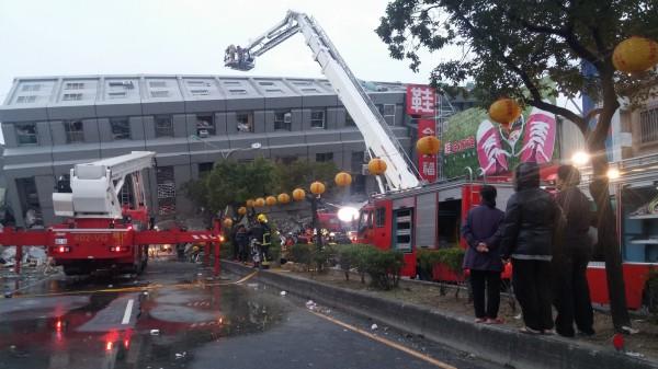 氣象局長辛在勤表示,這起地震由複雜破碎的地層錯動引起,估計餘震維持1至2個月。(記者楊金城攝)