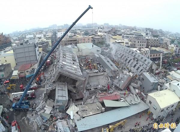 台南強震災情慘重。(記者黃志源攝)