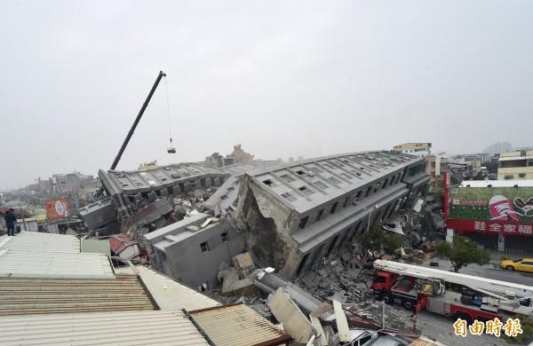 南台灣今晨發生規模6.4強震,造成嚴重災情。(記者張忠義攝)