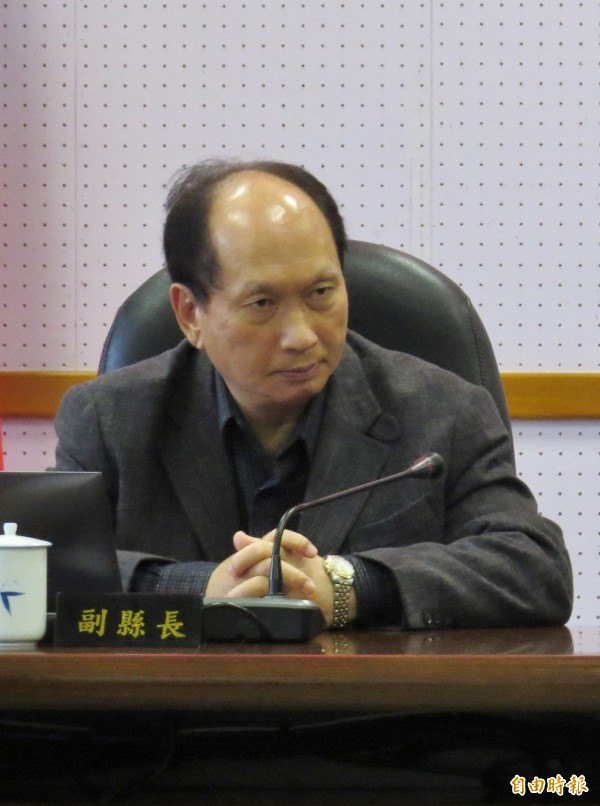 921地震時,震垮遠在新莊「博士的家」。時任北縣工務局長的吳澤成在場指揮搶救。(資料照)