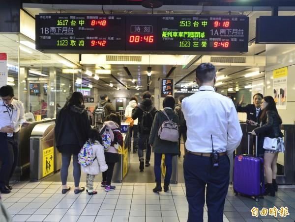 地震導致高鐵台中以南暫時停駛。(記者王藝菘攝)