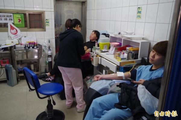 部分捐血室在春節期間開放,初三起捐血室就會陸續恢復正常作業。(記者林國賢攝)