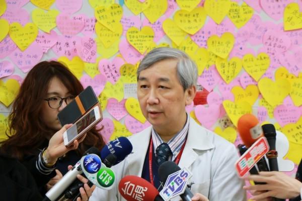 台北榮民總醫院腦血管科主任林永煬說明孟庭麗的治療經過。(北榮提供)