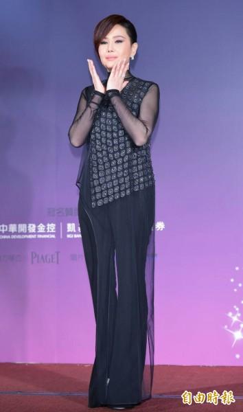 這次地震台南災情慘重。「二姐」江蕙宣布捐款兩百萬元,盼盡一己之力協助災區,也為災民祈福。(記者王文麟攝)
