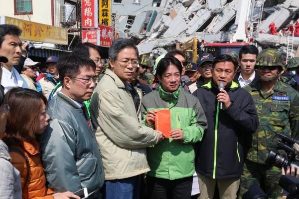 台南維冠大樓因強震倒塌,台南市長賴清德表示將追究責任,「市府一定會和市民站在一起,捍衛民眾權益!」(圖擷自賴清德臉書)