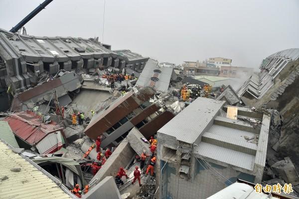 維冠大樓倒塌,有專家認為是整體結構出現問題所導致。(資料照,記者張忠義攝)