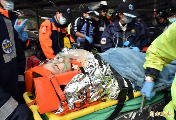 衛福部今表示,災區有大量人員傷亡,各地醫療機構的醫事人員如想到現場會診、支援,經當地醫療機構同意後,得免報衛生局處同意。(資料照,記者張忠義攝)