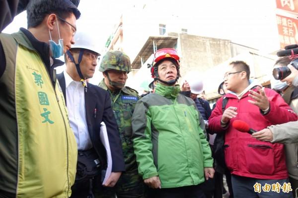 日本救災專家抵台,台南市長賴清德親自說明現場。(資料照,記者蕭婷方攝)