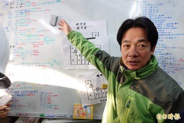 台南市長賴清德雙眼布滿血絲,持續鐵人式的坐鎮救災。(資料照,記者蕭婷方攝)