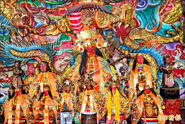 紫雲寺有許多尊齊天大聖神像。 (記者朱則瑋攝)