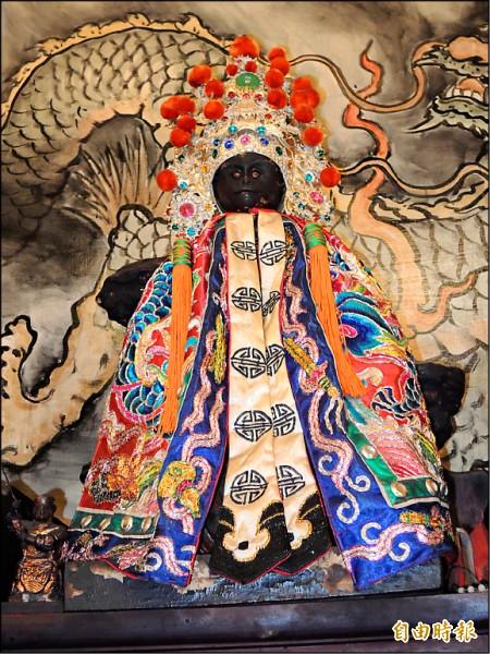 萬福庵內祀奉已有三百多年歷史的石雕齊天大聖爺神尊。(記者王俊忠攝)