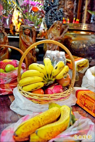 香蕉是拜齊天大聖不能少 的供品。 (記者朱則瑋攝)