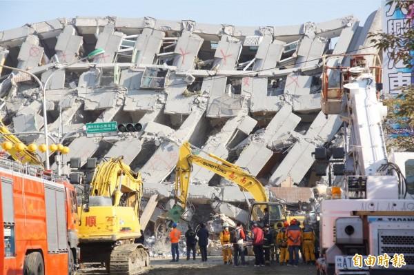 台南地震後第四天,台南市府公布目前收容和醫療人數,實收捐款金額8000萬餘元,外界表達捐款金額則有7億餘元。(記者王榮祥攝)