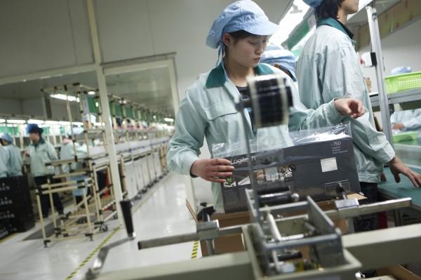 主計總處調查發現,去年仍有不少廠商對專業助理人員、機械操作員等職缺僅開出「22K」月薪。(彭博)