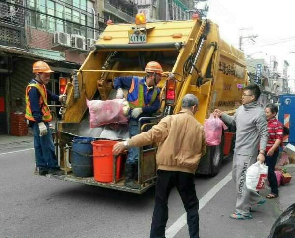 新北市今天起恢復垃圾收運,單日收運量約3100公噸,是平常的2倍多。(環保局提供)