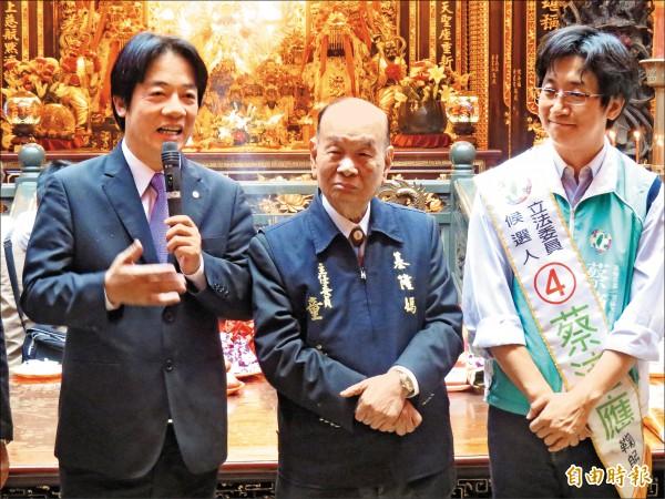 慶安宮主委童永(中)是台南市長賴 清德親舅。 (記者俞肇福攝)