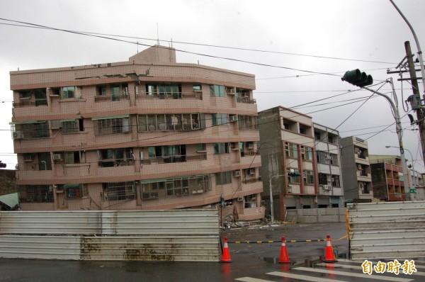 南市震後列危險建築已達113棟,將持續受理通報。(記者王涵平攝)
