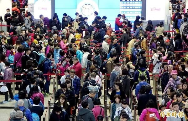 長達9天的春節假期,國人利用假期出國旅遊人數再創新高。(資料照,記者朱沛雄攝)