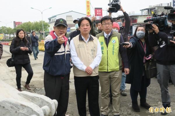 台南市長賴清德現勘維冠大樓。(記者郭安家攝)