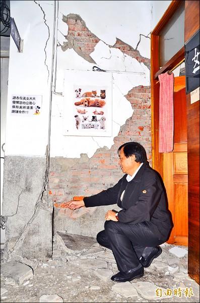 南化區公所被震得慘不忍睹。(記者吳俊鋒攝)