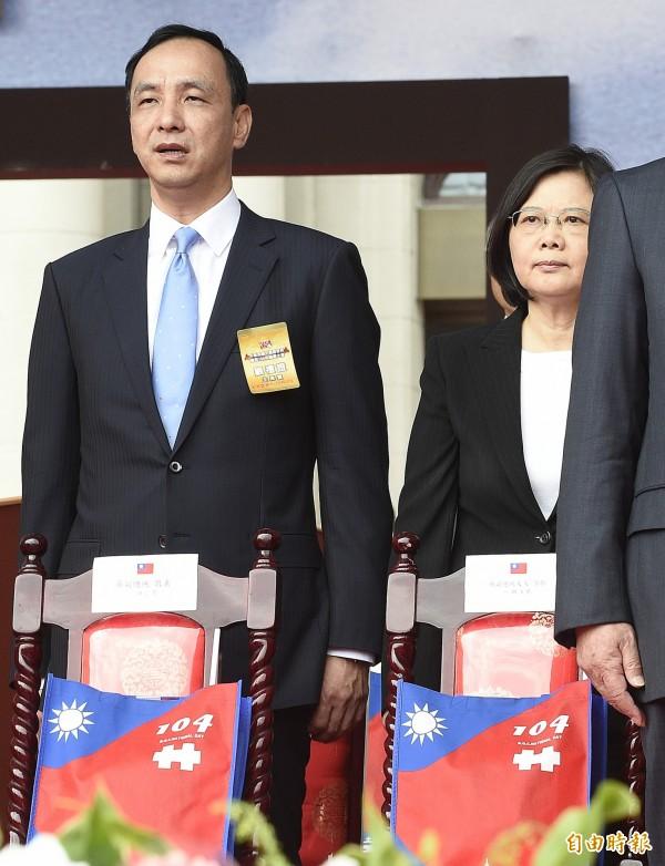 國歌爭議多,民進黨主席蔡英文在公開場合演唱國歌時,也會避開敏感歌詞。(資料照,記者陳志曲攝)