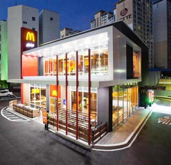 南韓開了一家售有啤酒的麥當勞,目的是為了吸引年輕的消費者。(圖擷自麥當勞)
