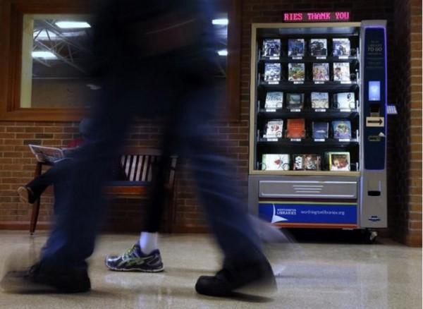 俄亥俄州沃辛頓公立圖書館在一處社區中心設置借書販賣機。(圖擷取自網路)