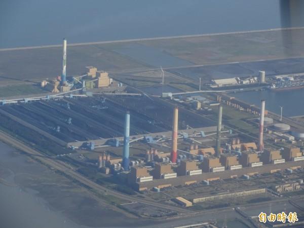 繼去年首次環保降載,台中火力發電廠昨天第2次降載。(記者蔡淑媛攝)