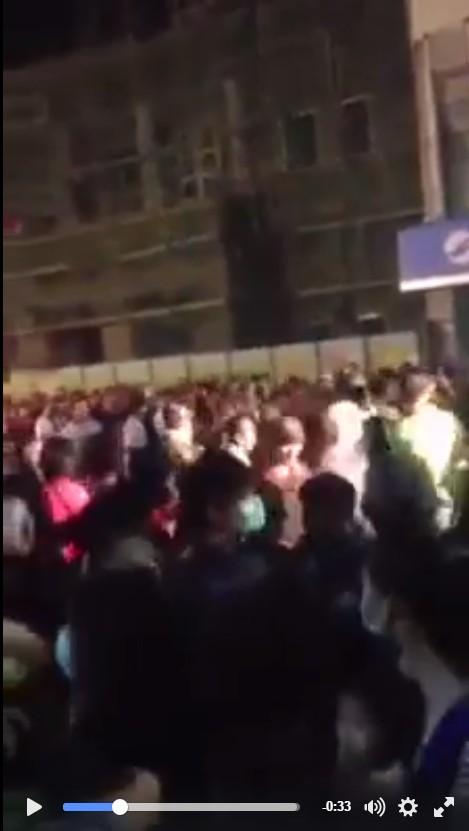 台東元宵夜爆發打群架,一團混亂。(圖擷取自臉書「黑色豪門企業」影片)