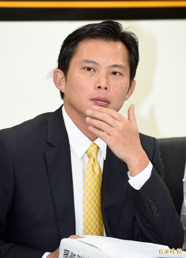 黃國昌從2004至2012年,經歷扁、馬時代,一直在為勞動部處理勞資爭議法案。(記者羅沛德攝)
