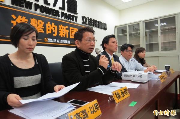 時代力量總召徐永明今天表示時代力量希望能夠進入內政及交通委員會,如果國民黨有意願交換席次,不排除會合作。(記者陳鈺馥攝)