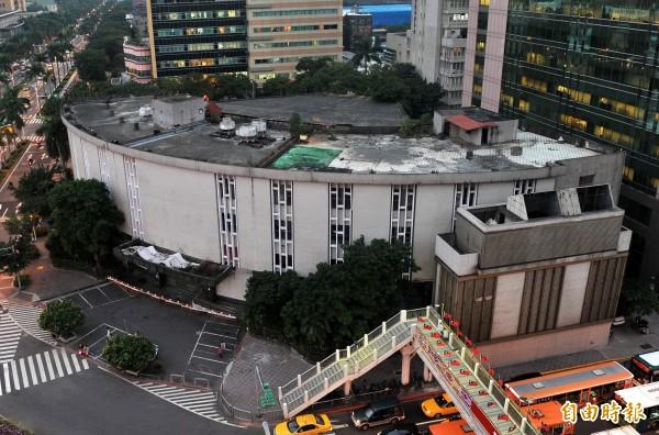 被諷為「百億鬼屋」的台北市舊議會大樓已經遭拆除。(資料照,記者簡榮豐攝)