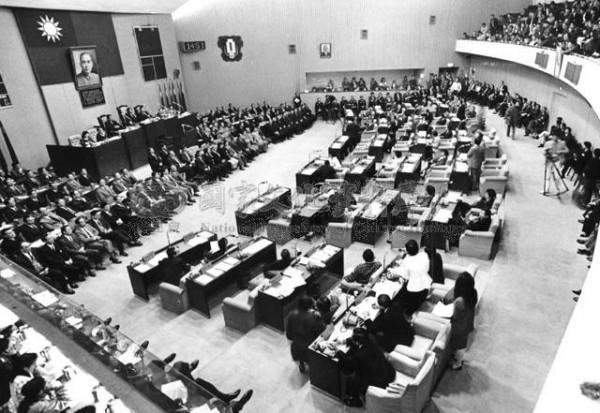過去舊議會開議時情況。(資料照,洪致文提供)