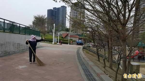 文心森林公園變漂亮、變乾淨了!市議員張耀中儘管眼疾卻忍不住在臉書貼文分享。(記者黃鐘山攝)