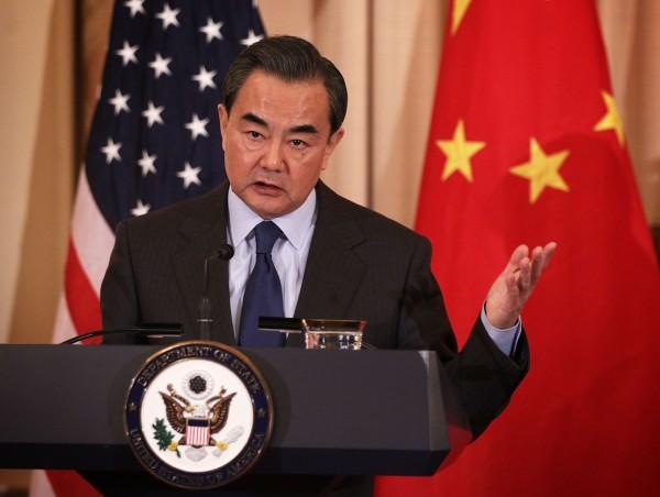 中華人民共和國外交部長王毅在美國華府智庫演說時呼籲蔡英文「能夠遵守他們自己的憲法。(法新社)