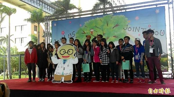 首屆「高醫聰明節」吸引眾多高中生參加。(記者洪定宏攝)