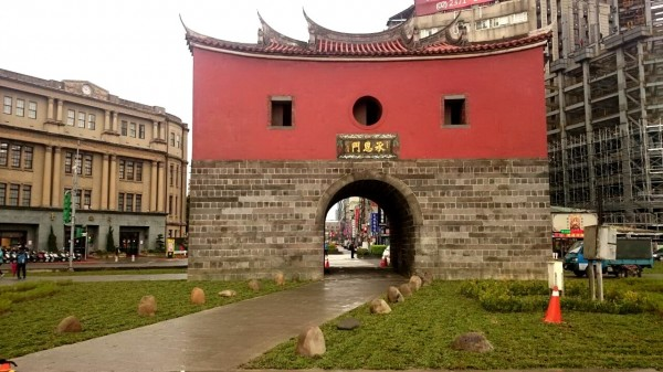 北門周邊的簡易綠美化工程已於26日完成。(台北市政府提供)