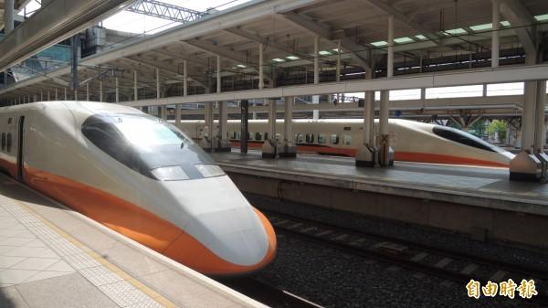 台灣高鐵公司表示,桃園路段在上午11點31分出現邊坡告警訊號,列車暫時以限速方式通過。(資料照,記者蔡清華攝)