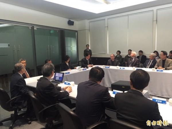 蔡英文今天赴台達電善化廠座談。(記者蘇芳禾攝)