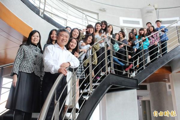 高雄第一科大應德系20名學子昨赴德國波昂大學短期留學。(記者蘇福男攝)