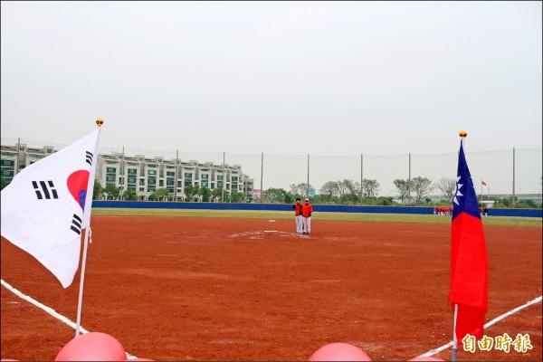 國慶旅行社引進樂天巨人隊到橋頭區「國慶青埔棒球場」春訓。(記者洪定宏攝)