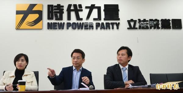 新政黨時代力量5人成為新科立委後,在國會所提出的法案被綠委認為和民進黨過去的法案重疊性很高,覺得時力有點像是在「收割」。(記者張嘉明攝)