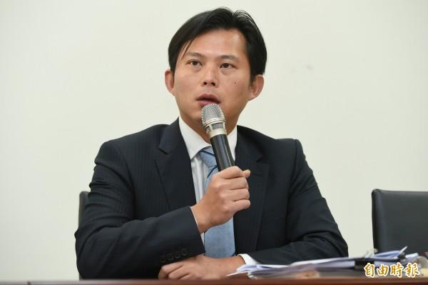時代力量黨主席黃國昌表示,該黨團所提出的法案,都是選前就已經主張的政見,所以當選後自然要按部就班地實現。(記者張嘉明攝)
