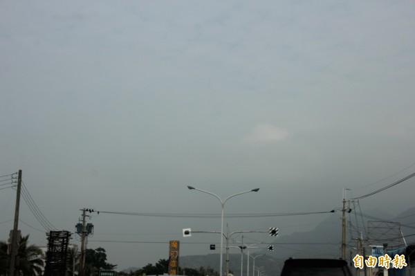 昨天屏東海線地區空氣品質非常差。(記者陳彥廷攝)