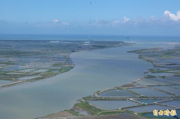 曾文溪是台南人的母河,環團籲請大家一起來守護曾文溪。(記者蔡文居攝)