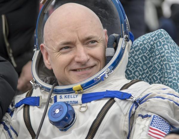 凱利與另外兩名同伴平安返回地球。(圖片由NASA提供)