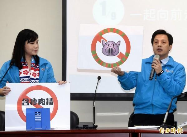 國民黨文傳會副主委李明賢(右)駁脫產說,指國民黨去年未賣土地。(資料照,記者方賓照攝)