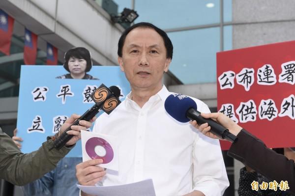 國民黨主席候選人李新砲轟黨中央。(記者叢昌瑾攝)