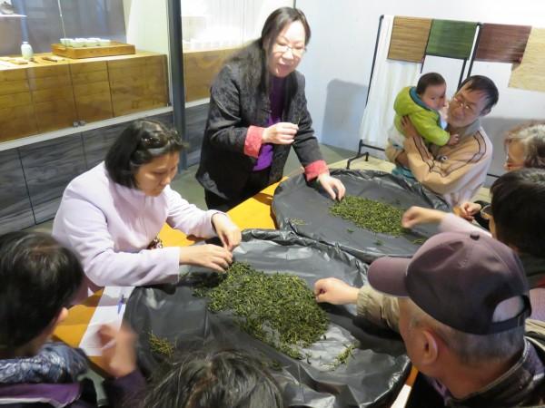 茶博館3月起為樂齡民眾規畫許多有趣的DIY活動。(茶博館提供)